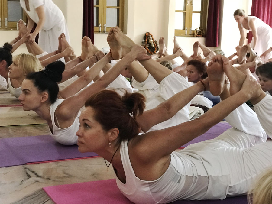 15 Best Health benefits of Dhanu asana the bow pose Rishikesh India